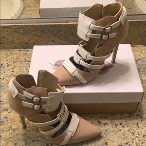 Beige high heeled pump (Paper Fox)